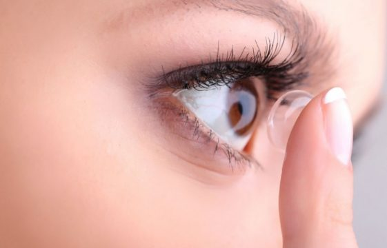 contact-lenses-blue-eyes-lens-insert-1050x675